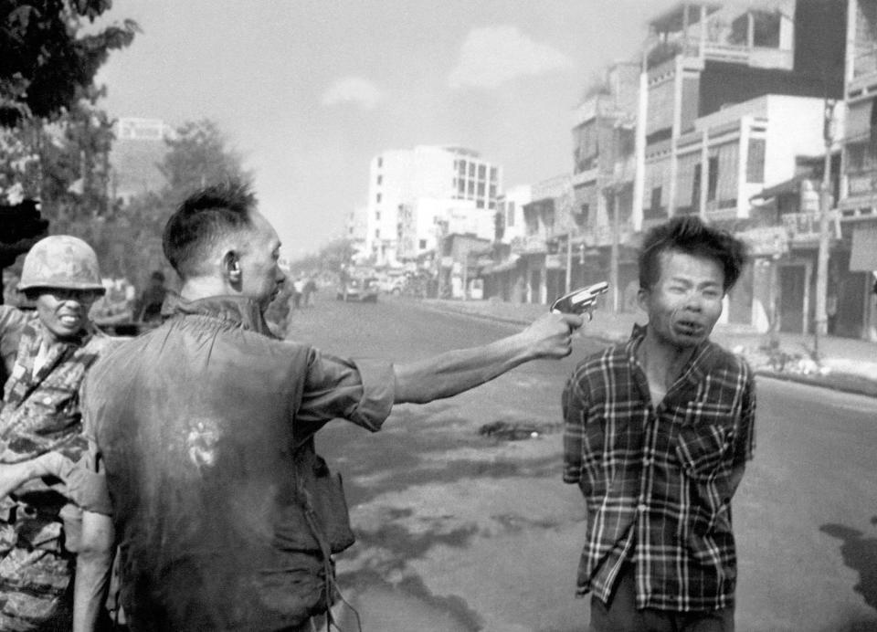 Rumor-S. Vietnam Officer Executes Prisoner